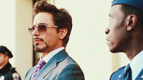 Uno sguardo di Tony Stark al Colonnello Rhodes
