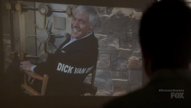 Dick Van Dyke su uno schermo in Scream Queens
