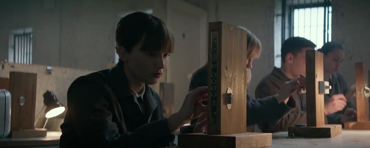 Dominika Egorova impara a forzare una serratura