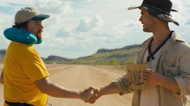 Danny McBride e Chris Hemsworth nel teaser del sequel di Crocodile Dundee