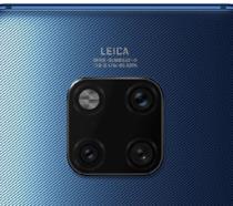 Un particolare della fotocamera posteriore di Mate 20 Pro