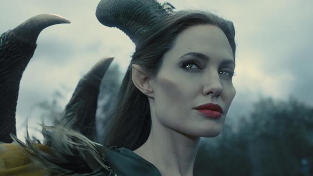 Primo piano di Malefica in Maleficent (2014), interpretata da Anegelina Jolie
