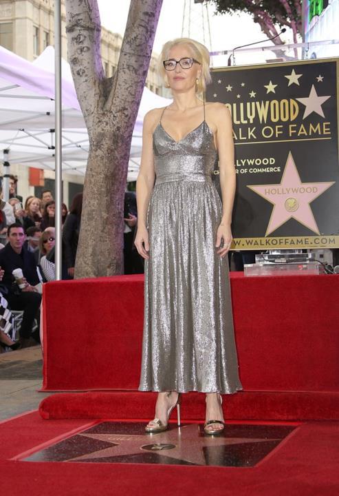 L'abito argentato di Gillian Anderson