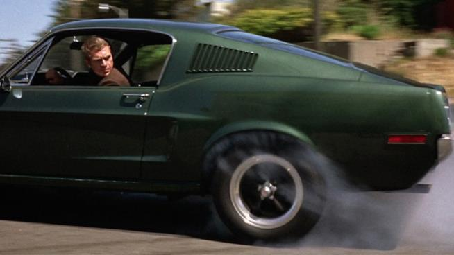 Steve McQueen in Bullitt, cult poliziesco