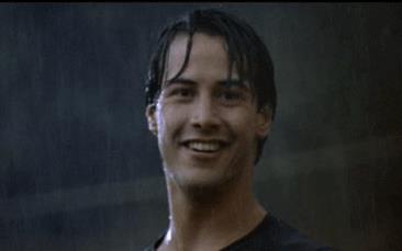 Una GIF di Keanu Reeves sotto la pioggia