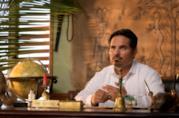 Michael Peña in una scena di Fantasy Island