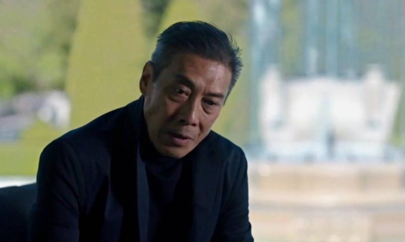 Mezzobusto di François Chau, nei panni di Jules Pierre Mao