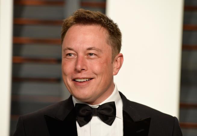 Elon Musk elegante a un evento di gala