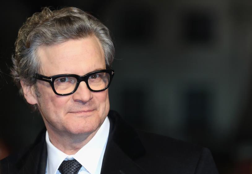 4a8bae8d3a5c Colin Firth in primo piano con gli occhiali da vista e lo smoking