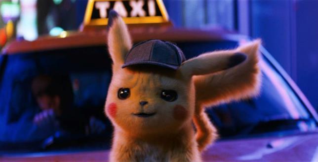 Pikachu appoggiato a un Taxi