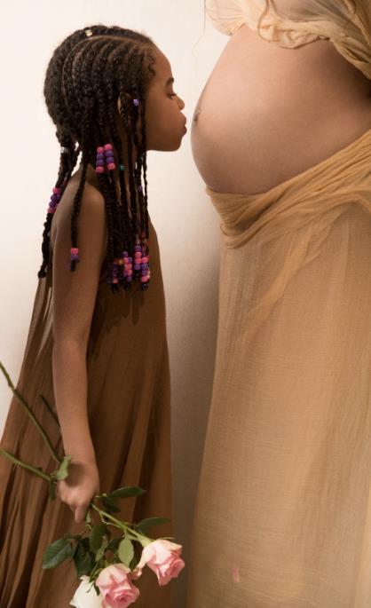 Blue Ivy bacia il pancione della mamma