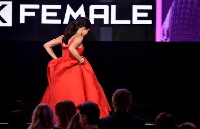 Selena Gomez, l'abito rosso agli AMAs 2016
