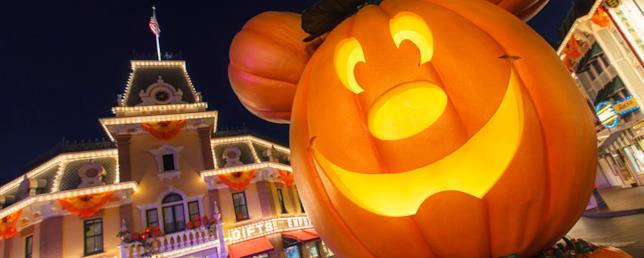 Una zucca a forma di Topolino a Disneyland