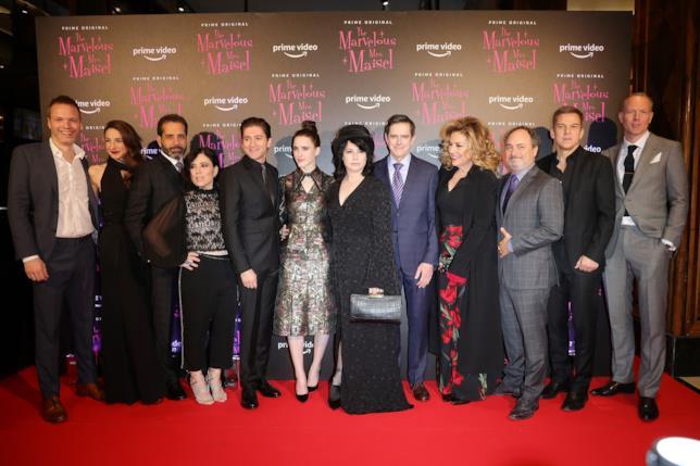 Il cast di La fantastica signora Maisel alla premiére milanese