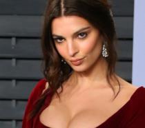Emily Ratajkowski in abito rosso