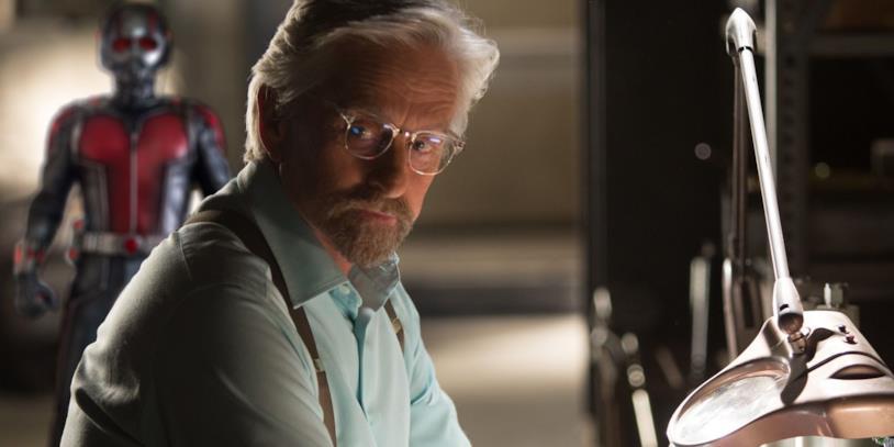 Michael Douglas è il dottor Hank Pym in una sequenza di Ant-Man