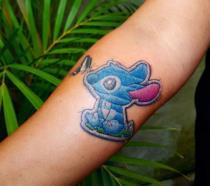 I tatuaggi ricamati: un nuovo trend per gli amanti del cucito (e non solo!) [GALLERY]