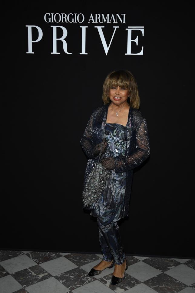 Tina Turner a Parigi da Giorgio Armani Prive Haute Couture