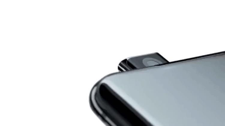 La fotocamera anteriore pop-up di OnePlus 7 Pro in azione