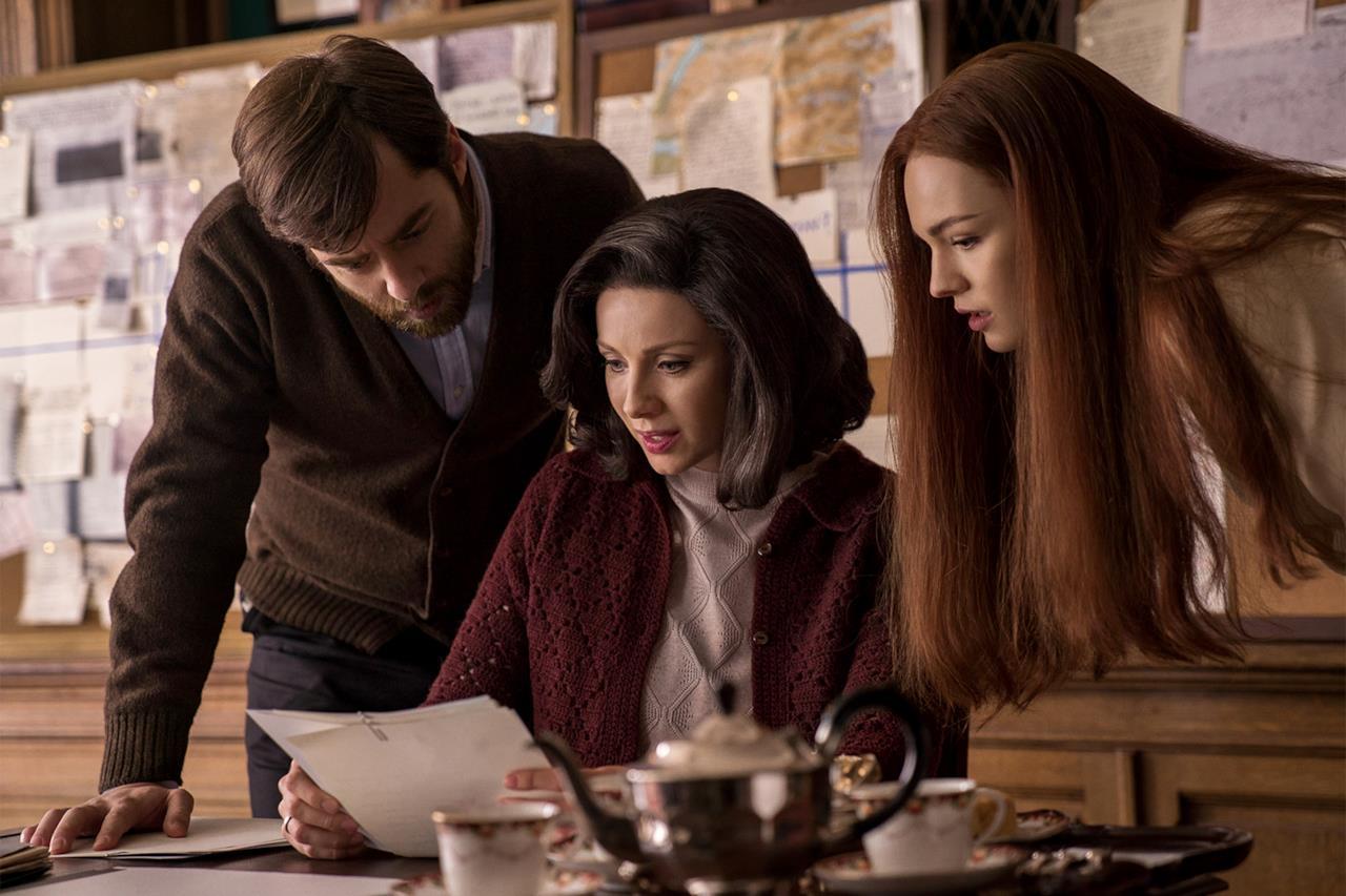 Richard Rankin, Caitriona Balfe e Sophie Skelton in uno scatto di Outlander