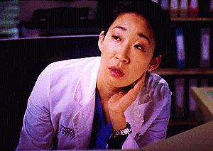 Una gif di Cristina Yang (Sandra Oh)