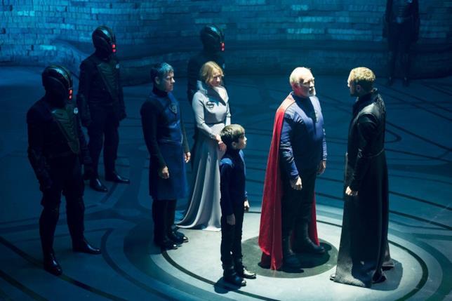 I personaggi di Krypton mentre discutono