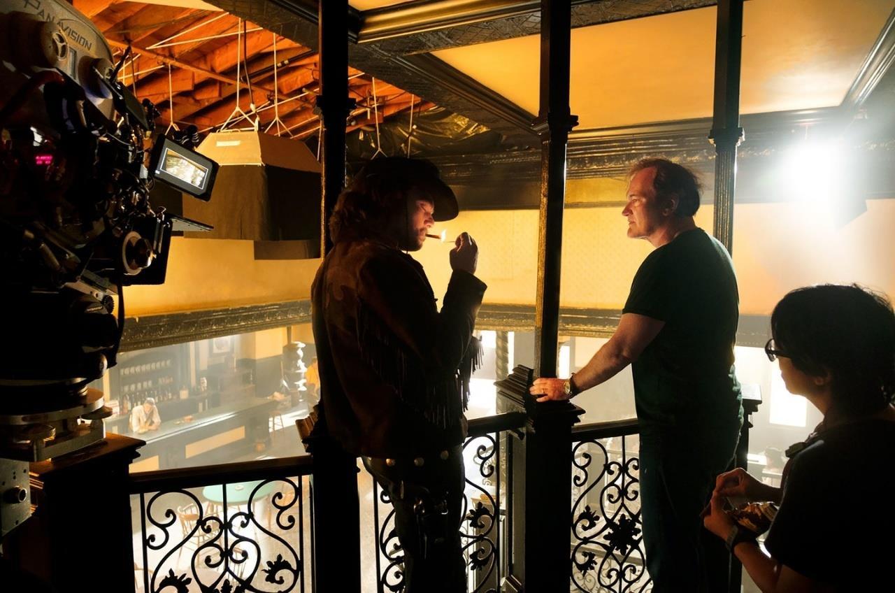Tarantino e DiCaprio parlano sul set di C'era una volta ad Hollywood