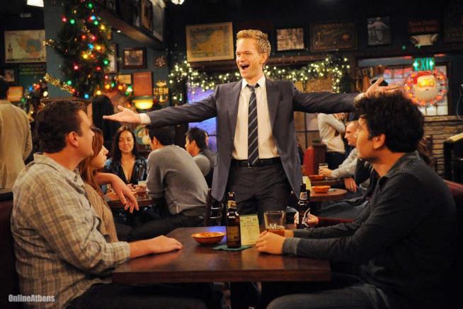 Gli amici brindano con la birra in How I Met Your Mother