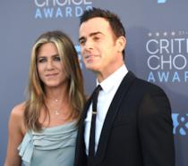 Primo piano di Jennifer Aniston e Justin Theroux