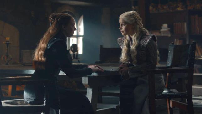 Sophie Turner ed Emilia Clarke in Game of Thrones 8x02
