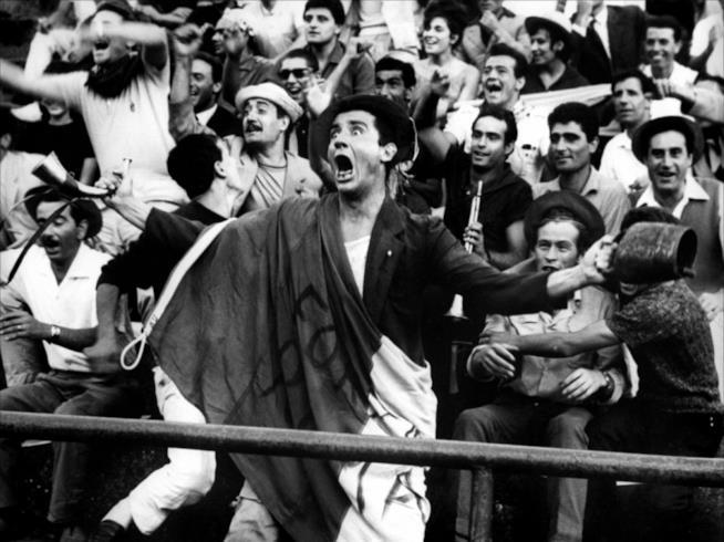 Vittorio Gassman, ultrà baraccato ne I mostri