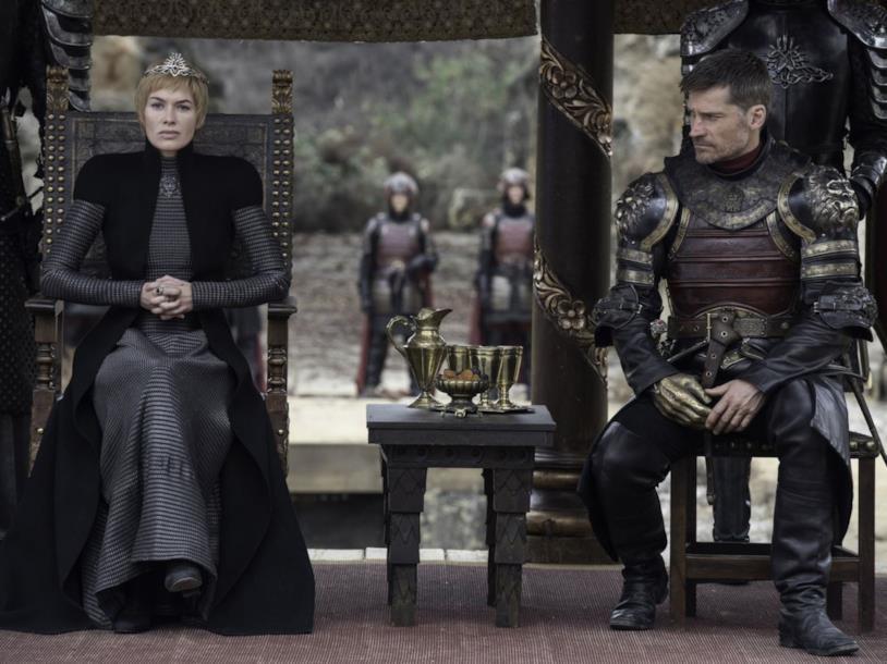 Jaime guarda Cersei preoccupato