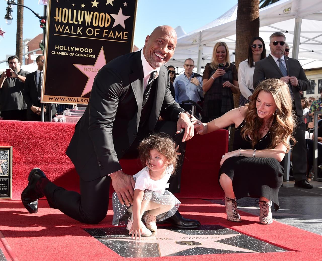 The Rock con Lauren e Jasmine sulla stella della Walk of Fame