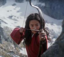 Yifei Liu nel ruolo di Hua Mulan