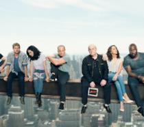 I supereroi Marvel insieme sospesi su una trave