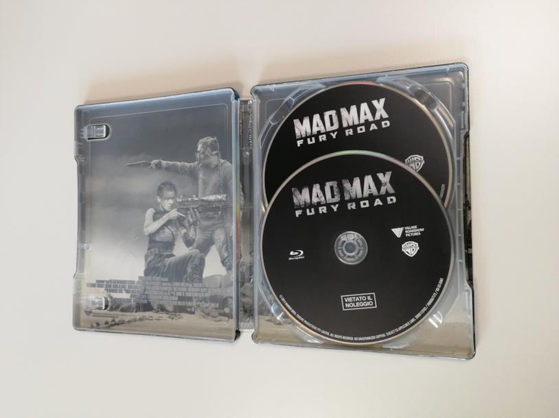 Mad Mad: Fury Road, l'interno con i due Blu-Ray