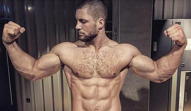 Florian Munteanu mostra i muscoli