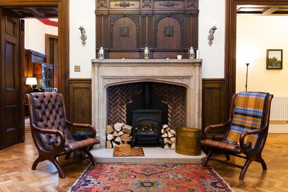 Gli interni della casa di Sherlock sono sobri ed eleganti