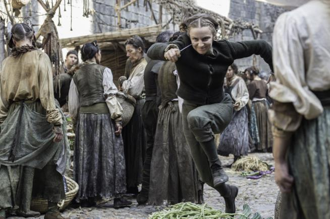 Una scena dell'inseguimento di Arya da parte dell'orfana in Game of Thrones 6