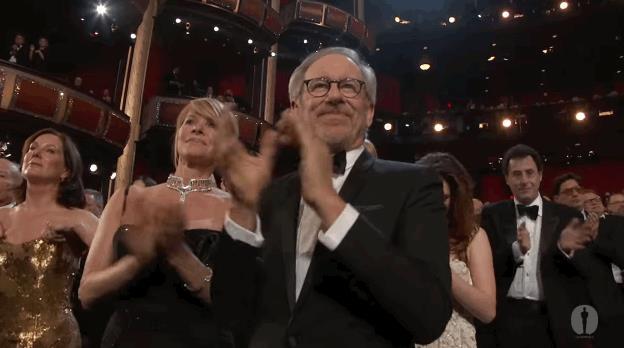 Steven Spielberg applaude agli Oscar in GIF