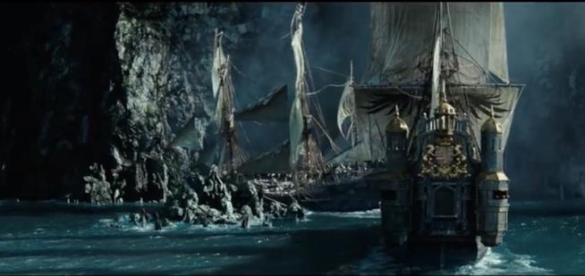 Una scena di navi e pirati ne Pirati dei Caraibi 5 - La vendetta di Salazar