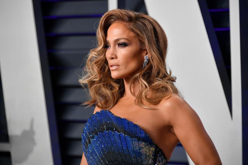 Jennifer Lopez posa per i fotografi al Party di Vanity Fair agli Oscar