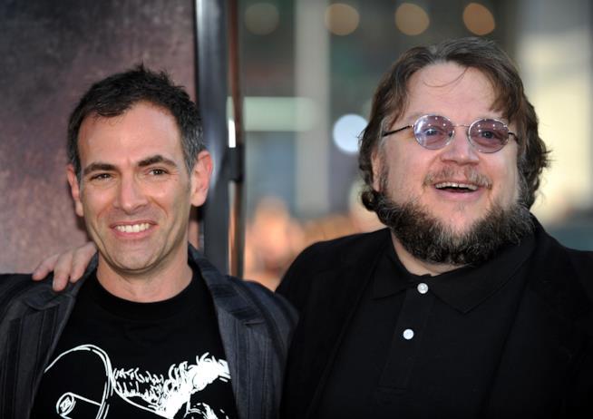 Il creatore di The Strain Guillermo del Toro insieme al regista Vincenzo Natali