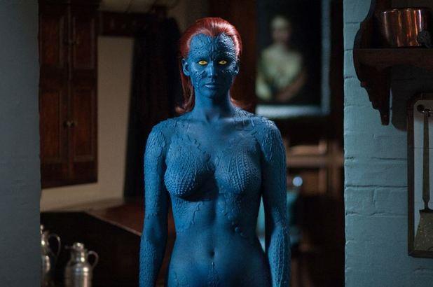 Jennifer Lawrence in costume blu Mystique nella saga X-Men