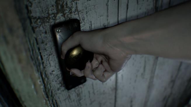 Il protagonista d Resident Evil 7 si avventura in un'oscura magione