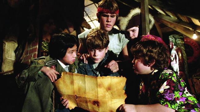 Alcuni dei Goonies in una scena del film prodotto da Warner Bros.