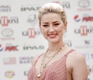 Amber Heard sorride