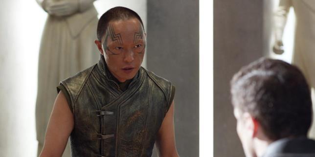 Karnak parla con Black Bolt