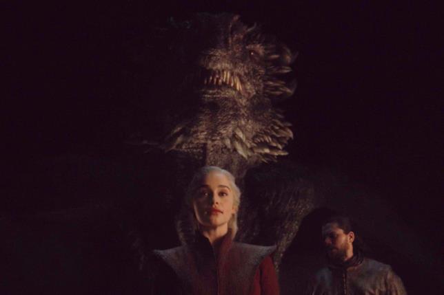 Emilia Clarke e Kit Harington in Game of Thrones 8x05