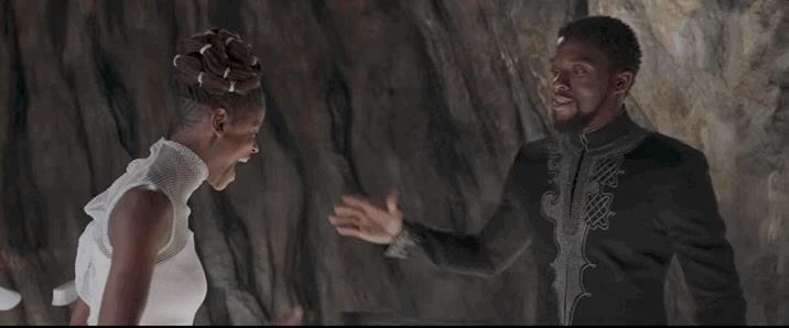 Shuri e T'Challa sembrano festeggiare l'imminente successo al box office
